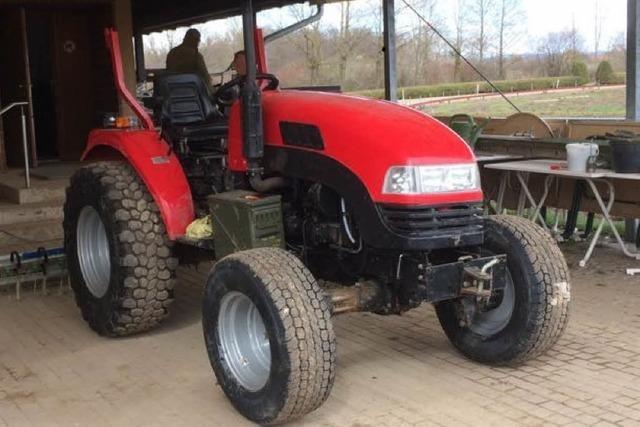 Diebe klauen Traktor und Gartengeräte in Umkirch und bei Waltershofen