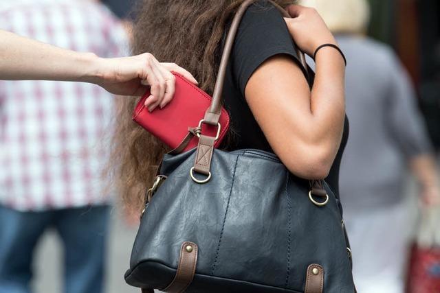 Die 10 häufigsten Tricks von Taschendieben – und wie man ihnen entgeht