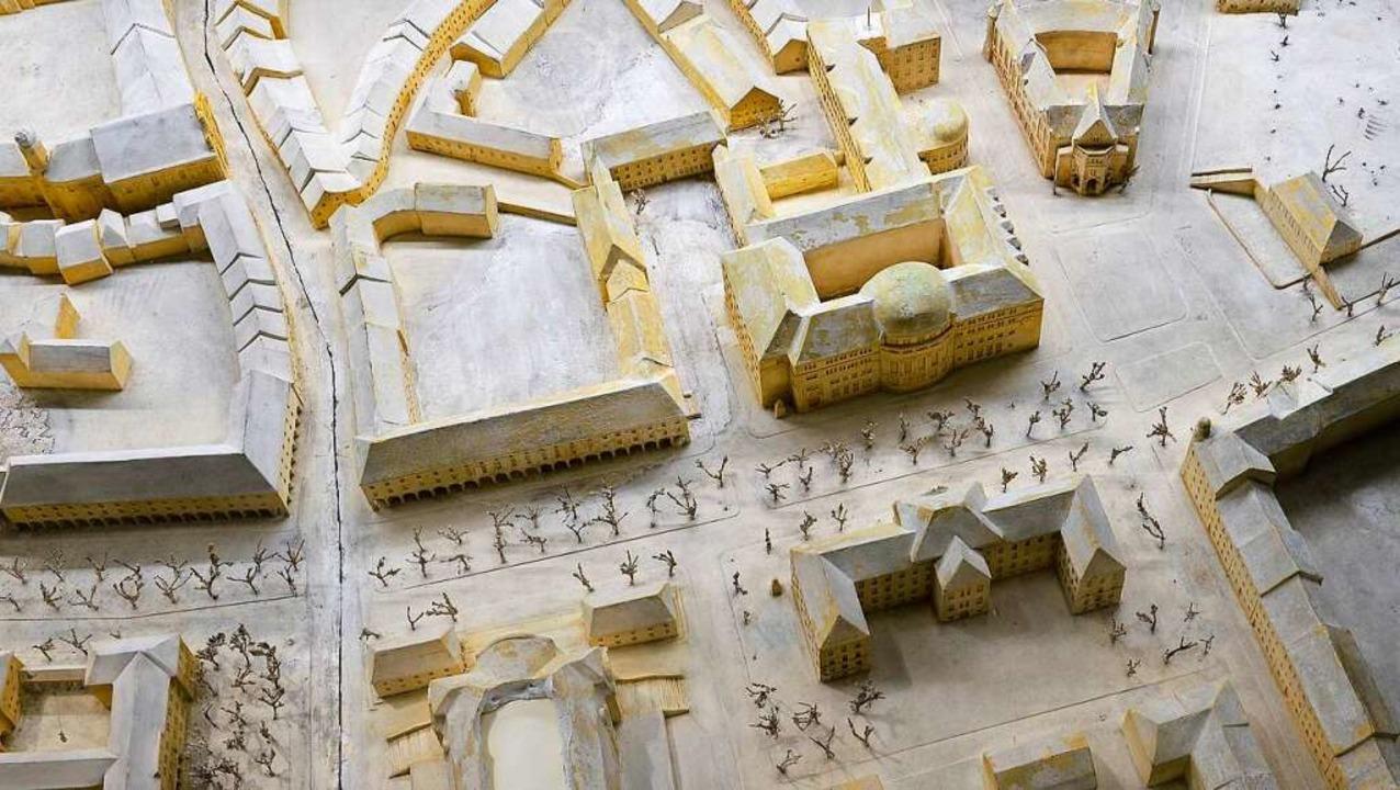 Das Stadtmodell von 1937 zeigt, dass s...äude, unten  in der Mitte das Theater.  | Foto: Ingo Schneider