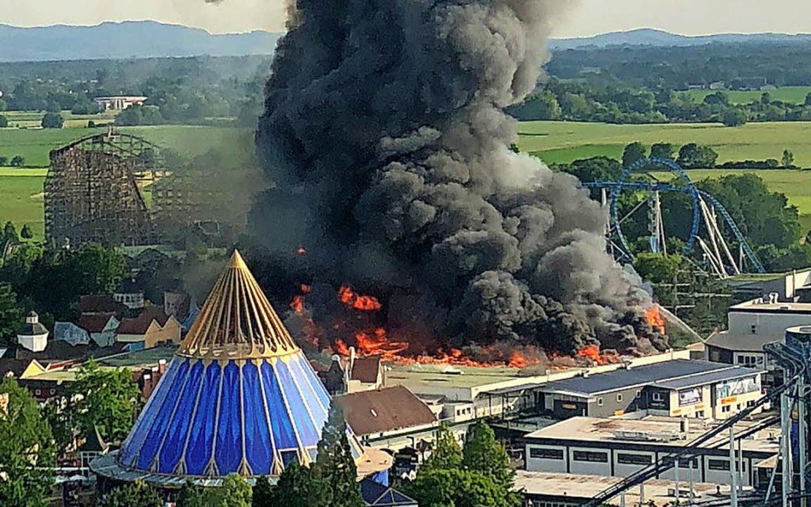 Der Brand im Europa-Park hat Emotionen...1; seine Ursache ist weiter unbekannt.  | Foto:  dpa