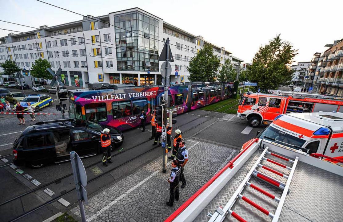 Tram und Auto stoßen am Samstagabend im Rieselfeld  zusammen    Foto: Patrick Seeger