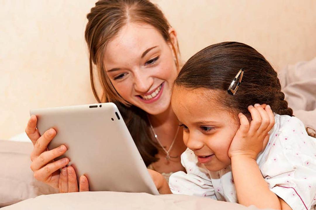 Es braucht Teamarbeit zwischen Eltern ...rn für einen guten Umgang mit Medien.   | Foto: dpa/Privat
