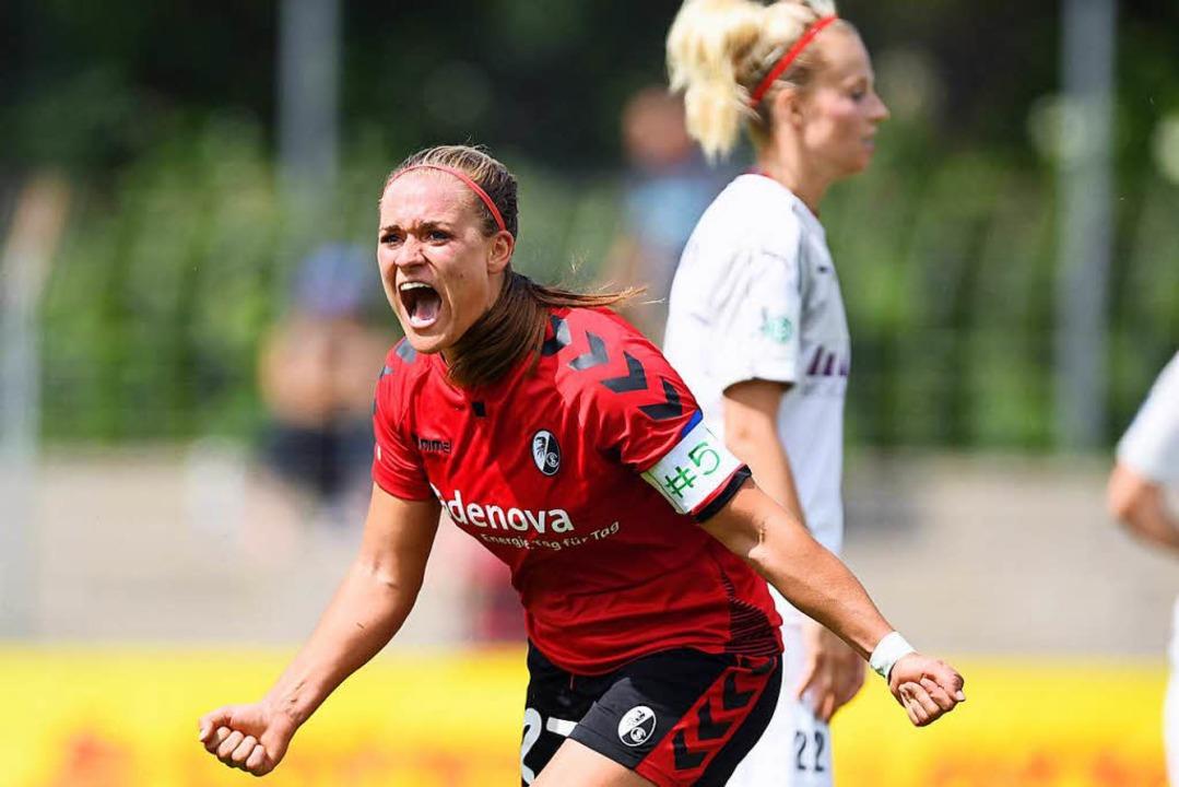 Clara Schöne bejubelt das 1:1 in letzt...unkten – so vielen wie noch nie.  | Foto: Patrick Seeger