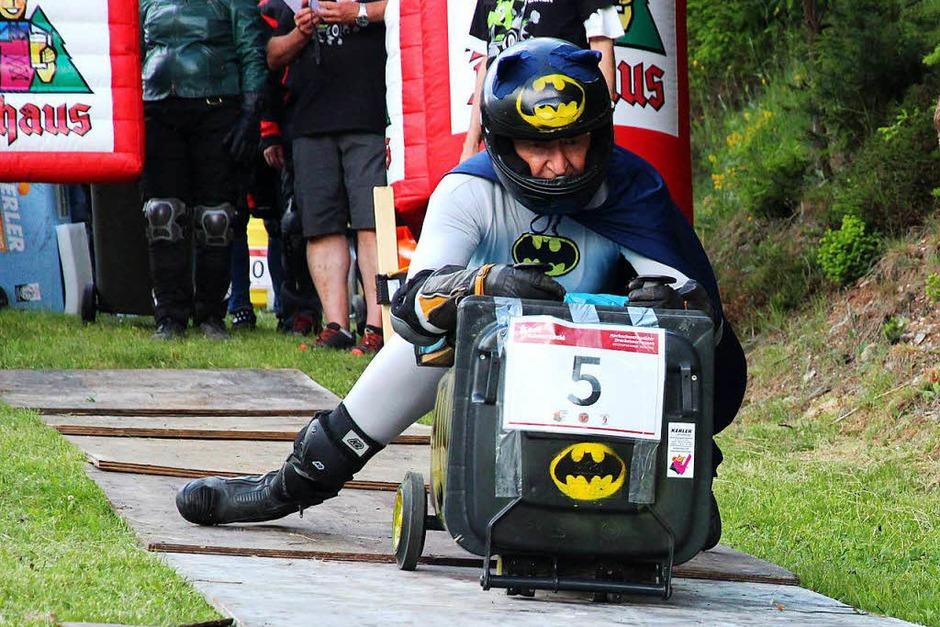 Das Batmobil geht ins Rennen. (Foto: Eva Korinth)