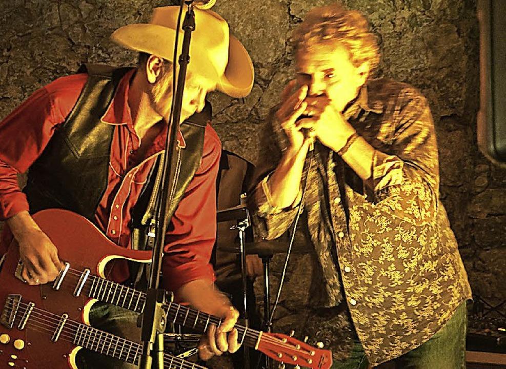 Johnny Falstaff  mit Michael Zumstein (rechts) im Todtnauer Gewölbekeller.   | Foto: Verena Wehrle