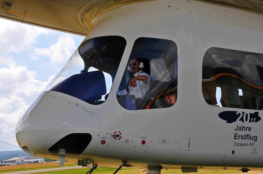 Startklar: Pilot Lars Pentzek hat auch.... Im  Zeppelin macht es ihm mehr Spaß.    Foto: Helmut Seller