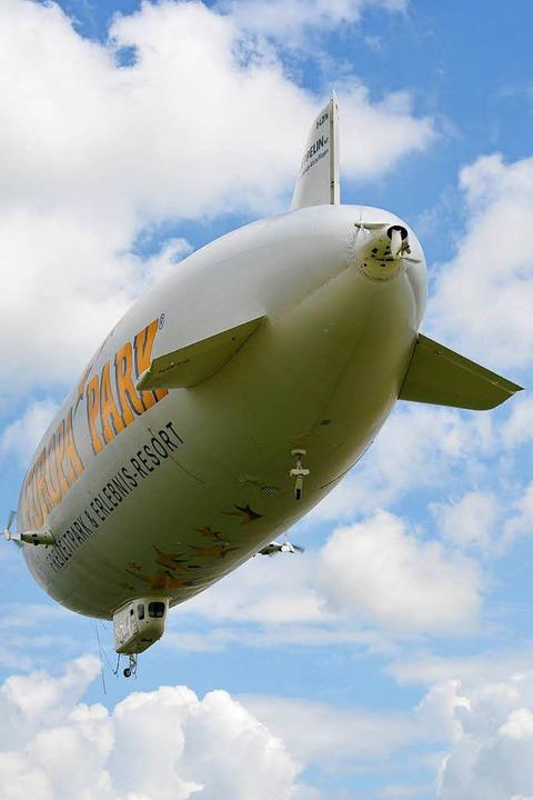 Der Zeppelin NT ist mit 75 Metern Läng...größte halbstarre Luftschiff der Welt.    Foto: Helmut Seller