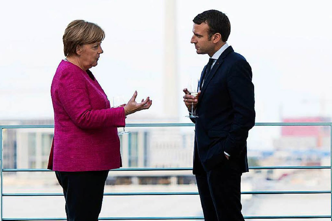 Wer sagt, wo es langgeht? Angela Merke...anuel Macron vor einem Jahr in Berlin     Foto: dpa