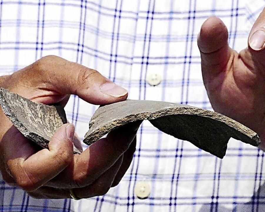 Die ältesten Keramikfunde datieren um  das Jahr 1400.  | Foto: Markus Maier