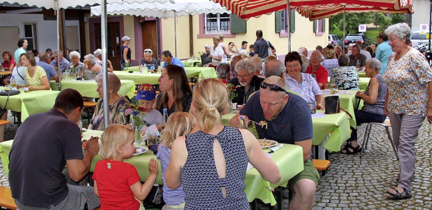 Der einmal mehr gut besuchte Dorfhock ...skalender der Schallbacher Landfrauen.  | Foto: Reinhard Cremer