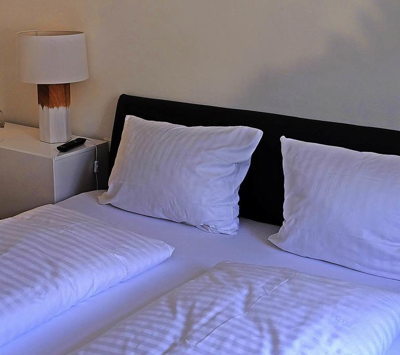 Gemütlich und hochwertig: eines der zehn Zimmer im Dormitorium  | Foto: Martin Pfefferle