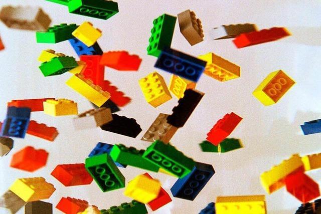 Kinder bauen mit 300.000 Legosteinen eine Stadt nach ihren Wünschen