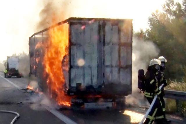 Autobahn A5 nach Brand eines Papierlasters wieder freigegeben