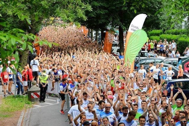 6500 Läuferinnen und Läufer gehen beim Firmenlauf B2Run an den Start