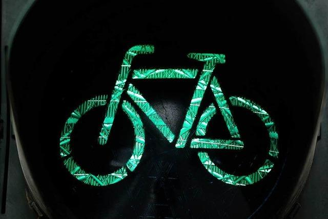 Radfahrer flieht nach Unfall in der Eschholzstraße – Polizei sucht Zeugen