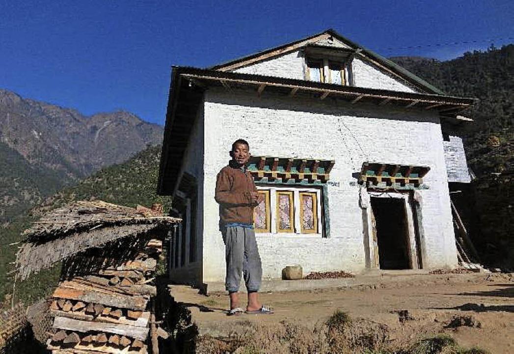 Dieses neue Haus ließ der Verein in He.... Insgesamt gibt es dort schon sieben.  | Foto: Verein Nepal-Inzlingen