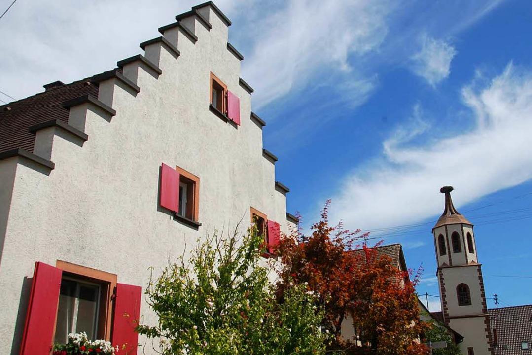 Das Denzlinger Stapflehus soll zuminde...ist die Fassade mit dem Treppengiebel.  | Foto: Helena Kiefer