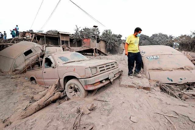 Nach Vulkanausbruch in Guatemala suchen Rettungskräfte nach Überlebenden