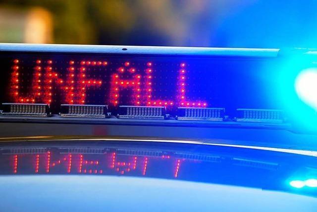 Motorradfahrer lässt schwer verletzte Beifahrerin nach Unfall in Reutlingen liegen
