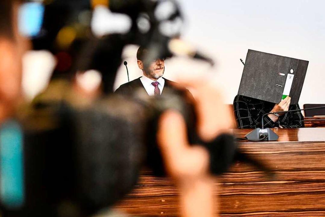 Jürgen W. neben seinem Verteidiger Robert Phleps.  | Foto: dpa