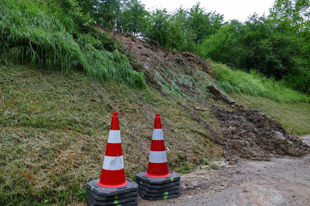 Die abgerutschte Böschung an der Straße von Gottenheim nach Waltershofen  | Foto: Manfred Frietsch
