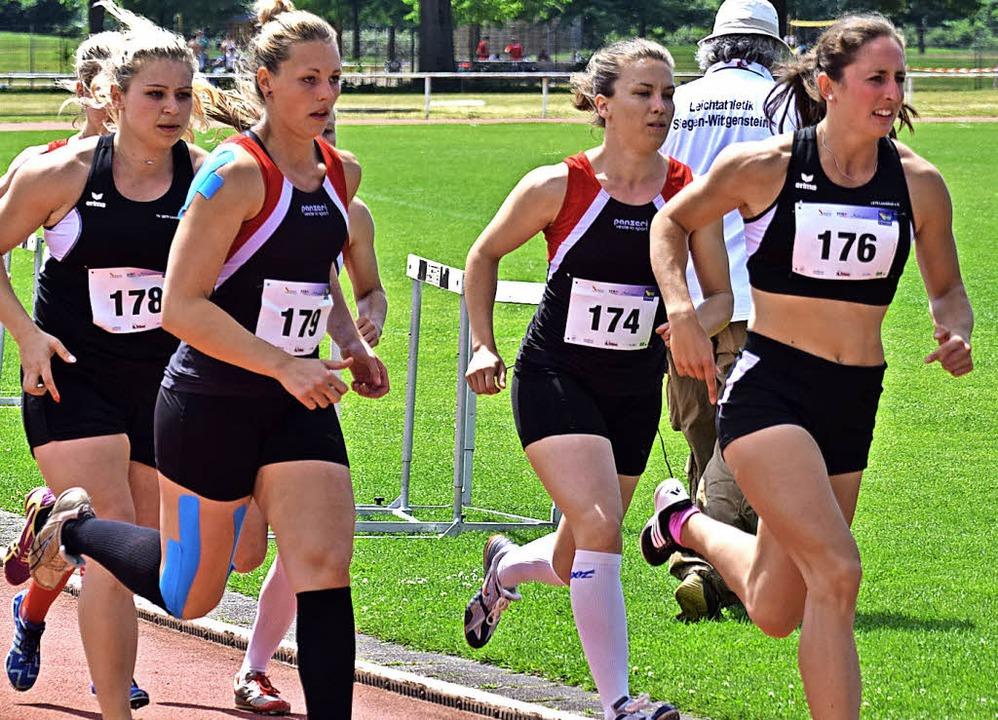 Auf dem Weg zum deutschen Fünfkampfrek...aulina Hary (178) im 1000-Meter-Lauf.   | Foto: Ottmar Heiler