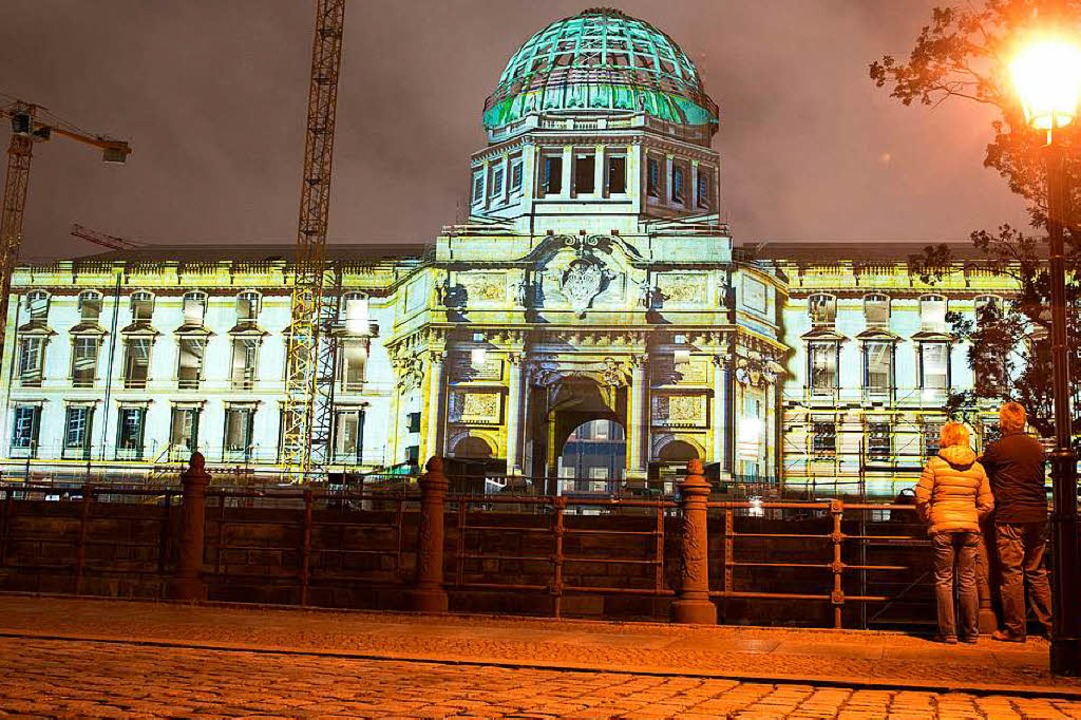 Das wieder aufgebaute Stadtschloss von...das das Humboldt-Forum einziehen wird.  | Foto: dpa