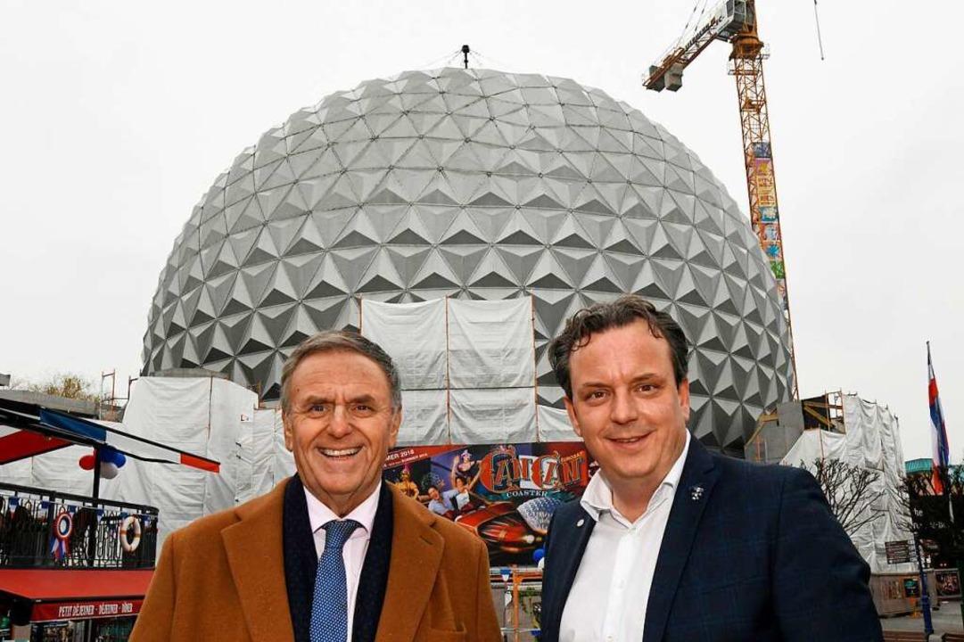 """Die Geschäftsführer Roland (links) und... """"EuroSat - CanCan Coaster"""".    Foto: dpa"""