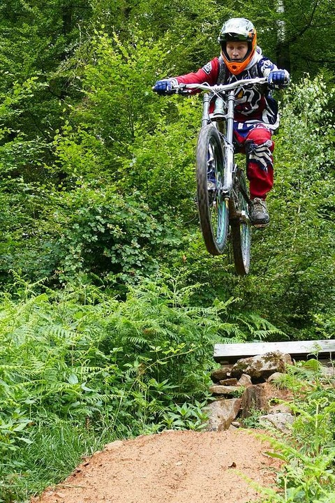 Der Mountainbiker Kevin Mann hat eine ...tet, um den Eggberg-Trail zu erhalten.  | Foto: Jannik Jürgens
