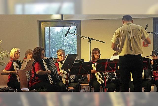 Harmoniker spielen unterhaltsames Jahreskonzert