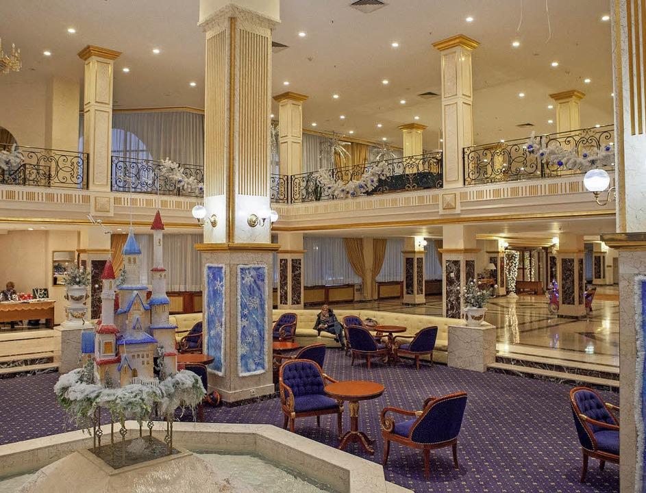 Heimeliges Zuhause? Die Lobby im Hotel..., wo Deutschlands Kicker wohnen werden  | Foto: dpa
