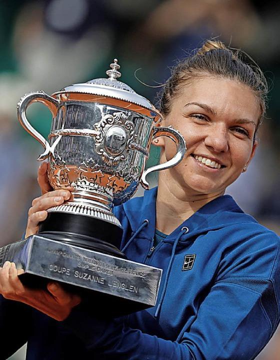 Simona Halep mit Pokal  | Foto: AFP
