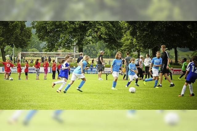 400 Grundschüler kicken in Kirchzarten
