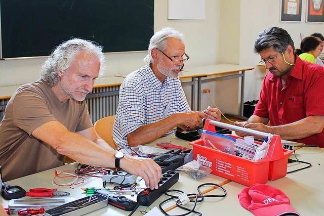 Im Schopfheimer Repair-Cafe gibt es Erste Hilfe für Radios, Uhren und Co.