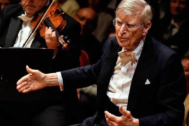 Sternstunde: Der fast 91-jährige Herbert Blomstedt und das SWR-Symphonieorchester mit Mahlers Neunter in Freiburg