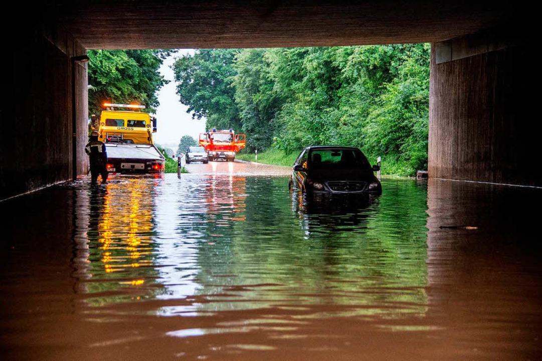 In Kirchheim wurden Straßen geflutet.  | Foto: dpa
