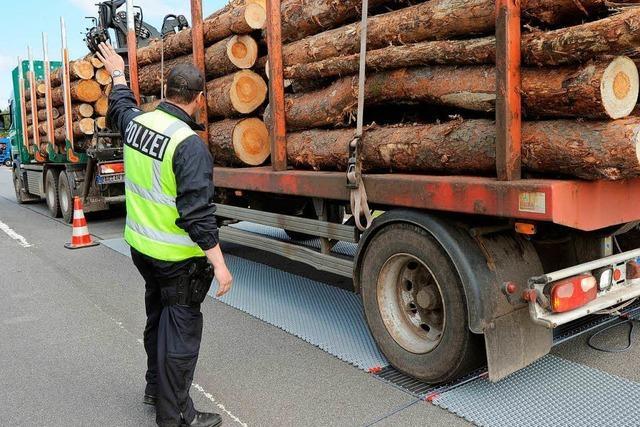 Polizei zieht in Lörrach Sattelzug mit 52 Tonnen aus dem Verkehr