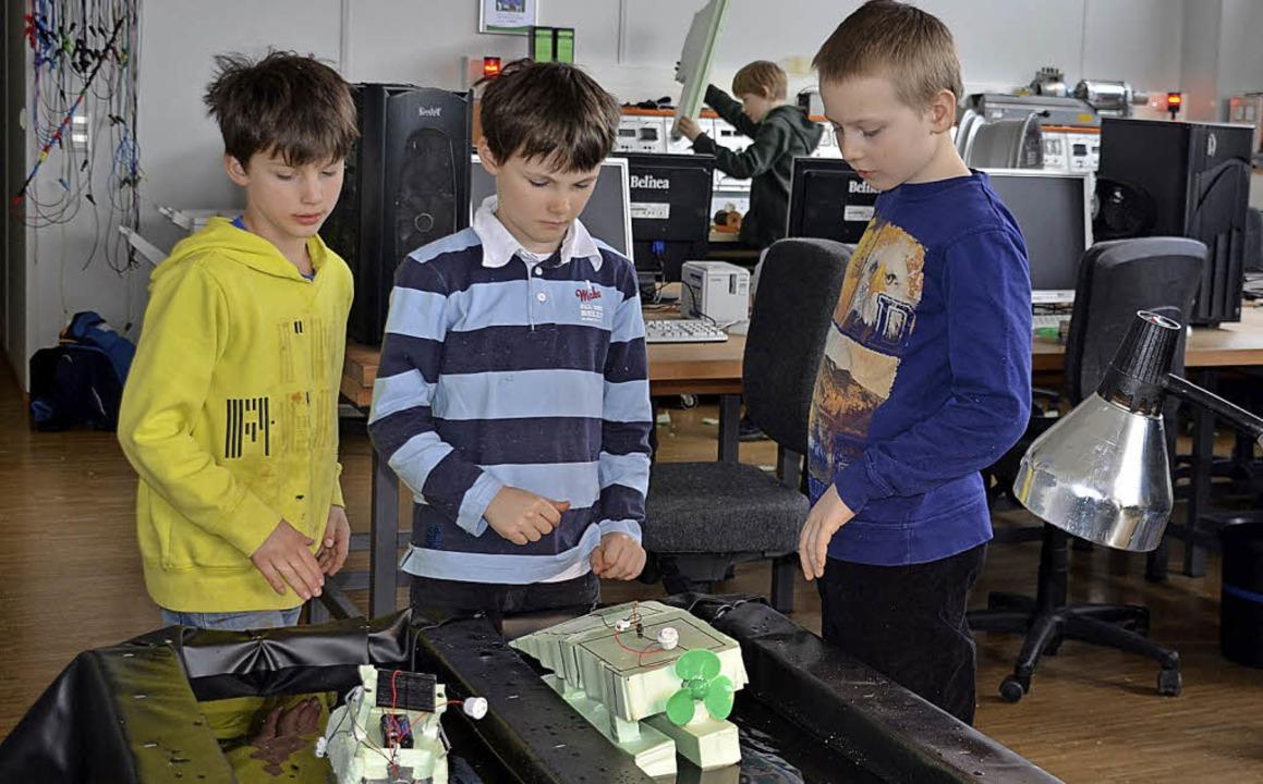 2012 ist die Hector-Kinderakademie am ...2014 hieß es Solarboote bauen (Bild).   | Foto: Textdirekt