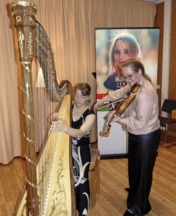 Nina Reddig (Violine) und Miriam Overl...Zentrum in Bad Säckingen ein Konzert.   | Foto: Michael Gottstein