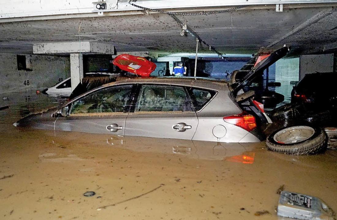 Eine überflutete Tiefgarage in Hochdorf (Kreis Esslingen)   | Foto: DPA