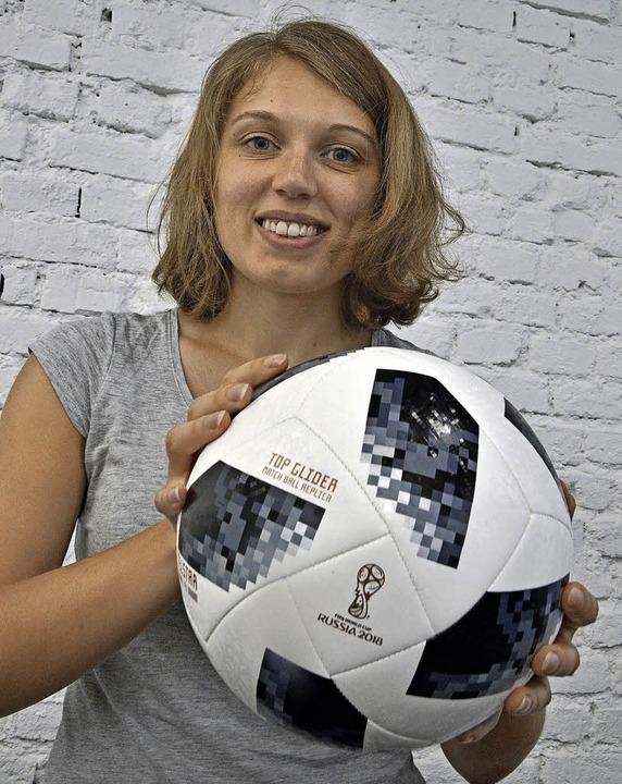 Eine Russin, die Deutschland die Daume...osophiedoktorandin Alexandra Makurowa   | Foto: michael bamberger