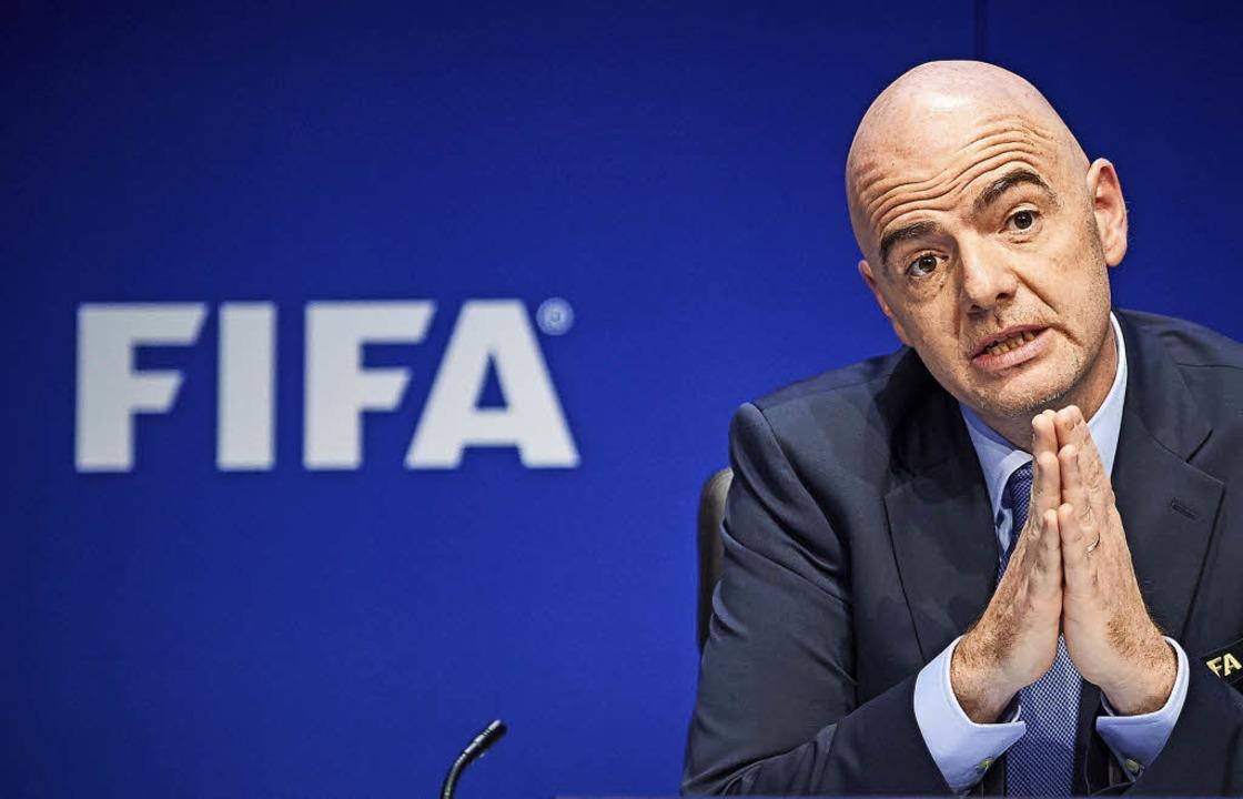 Fifa-Präsident Gianni Infantino trat a...inmal seiner schärfsten Kontrolleure.   | Foto: AFP/PRIVAT