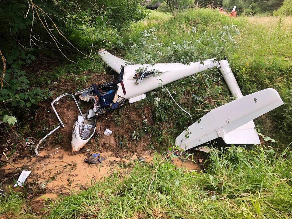 Das abgestürzte Segelflugzeug in Esslingen  | Foto: dpa