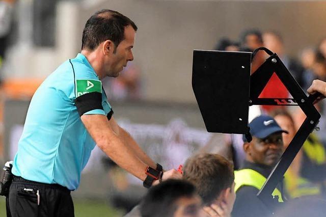 Schiedsrichter verweisen Spieler schneller des Feldes, wenn sie ein Foulspiel in Zeitlupe sehen