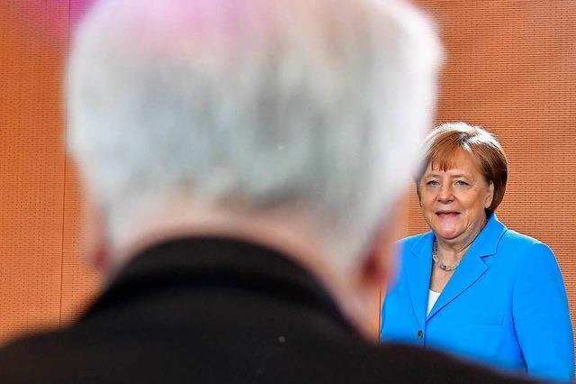 Merkel oder Seehofer – Wer hat Recht im Asylstreit?