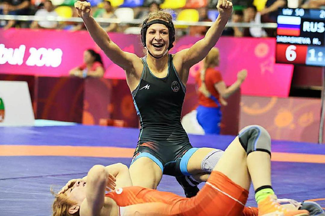 Ellen Riesterer freut sich über ihren ... gegen die Russin Milana Dadaschewa.    | Foto: Kadir Caliskan