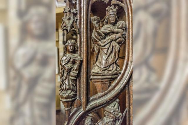 Kunstvolle Schnitzarbeiten im Chorgestühl des Breisacher Münsters