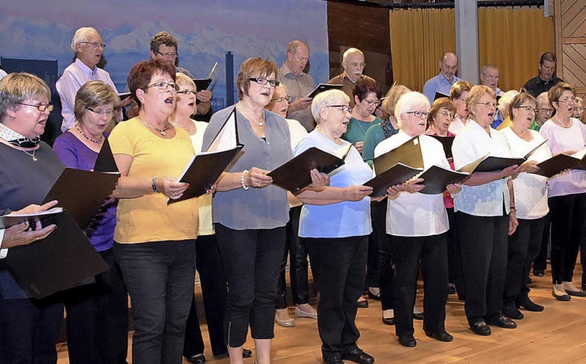 Ein abwechslungsreiches Programm boten...enchores beim Liederabend im Kursaal.   | Foto: Stefan Pichler
