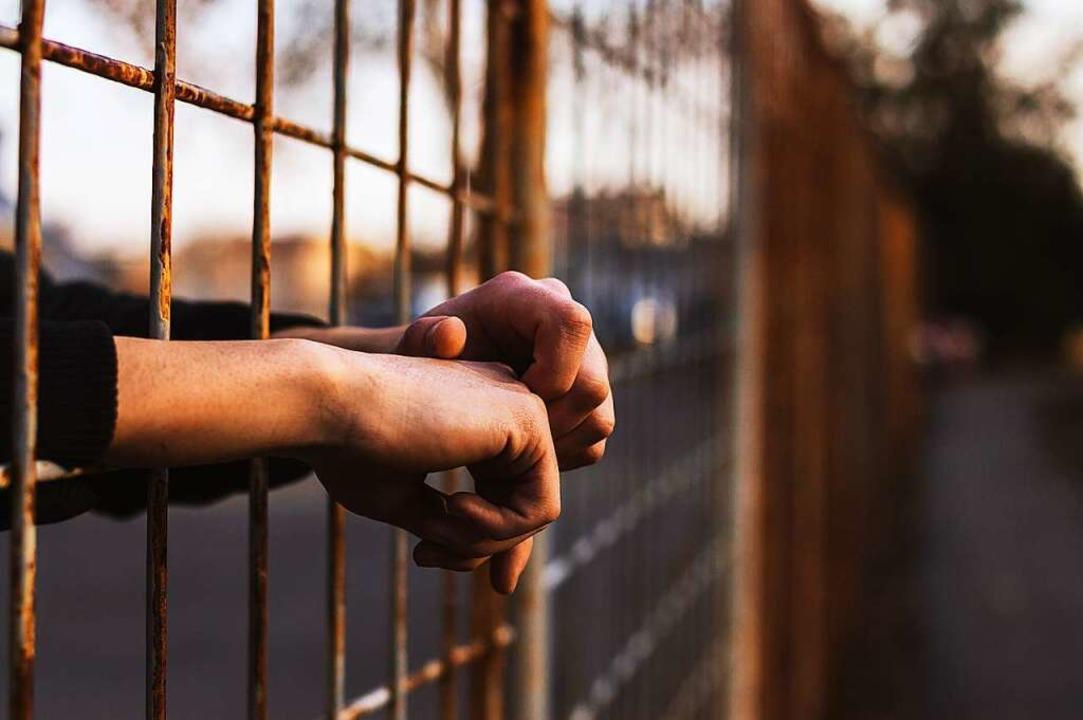 Häftlinge müssen auch in der JVA vor Gewalt geschützt werden.  | Foto: bnenin