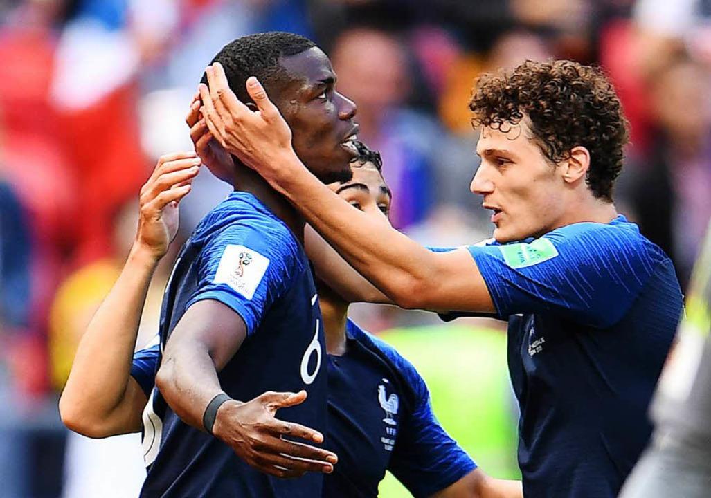 Paul Pogba (l) aus Frankreich jubelt m...y aus Frankreich über sein Tor zum 2:1    Foto: dpa